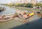 运河杭州轻纺桥段发生沉船事故 现场开始挖沙打捞作业