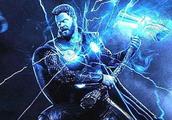 """惊奇队长被视为""""全村的希望"""",与获得新武器的雷神,谁更强?"""