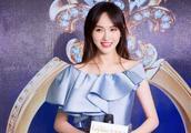 婚后的唐嫣更懂美,蓝色绸缎连衣裙,简直就是美人鱼真身!