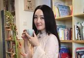 """杨钰莹与亲合照被称""""不老女神"""",曾被当面辱骂,网友:该原谅她了"""