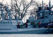 乌克兰海军爆发内讧,水兵想驾驶舰艇投降俄军,扔手榴弹炸伤船长