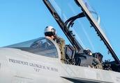 悼念老兵布什,美国海军出动史无前例的21机大编队
