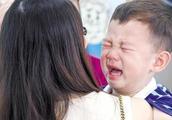 19个月大男童体内查出结石,被紧急抢救,医生:辅食别再乱喂了