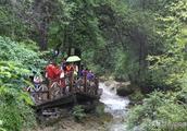 雨中浏览九寨沟,别样的风景