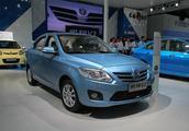 悦翔V3,国内品牌长安旗下车型,不仅质量可靠,价格不贵还保值
