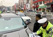 青岛交警严查交通陋习,变道不打转向灯、不礼让斑马线等重点抓