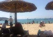 三亚亚龙湾海边玩的游人不多了,海南三亚旅游逐步恢复正常了吗?