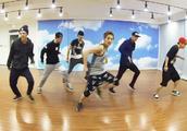 EXO舞房团体练习,那时鹿晗张艺兴吴亦凡黄子韬都在,好久没聚了
