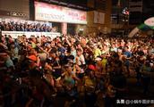 """""""渣打香港马拉松2019""""最虐开跑,霍启刚一身蓝衣依旧很帅!"""