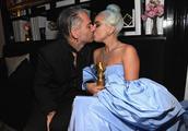 Lady Gaga未婚夫被曝另结新欢,她情人节晒性感照,疑似回应