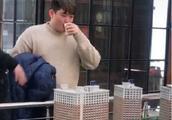 赵本山22岁儿子现身某楼盘看房,体态肥胖,网友:以为他33岁