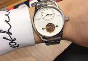 简单时尚的百达翡丽男士机械表