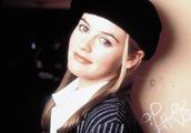 她14岁进入好莱坞,因药物控制不当,晕倒猝逝在家中浴室