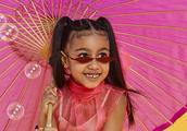 金卡戴珊让小西北涂眼线抹口红拍照,之前曾因女儿过度化妆被批!