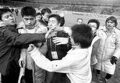 25年前他代表国足击败伊朗队,当教练后脏话辱骂记者被曝光