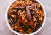 美食推荐:芹菜粉,红枣山药排骨汤,香菇炒饭,手撕豇豆炒肉末