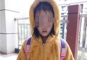 幼儿园萌娃被家长错送小学 急得在校园里四处乱转