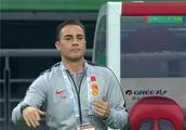 泰国主帅揭国足输球真相!卡纳瓦罗又推卸责任,把里皮也搬出来了