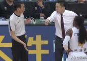 李春江怒斥裁判不吃T反助广厦获两罚一掷,并回表18秒取消北京2分