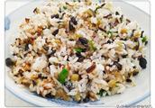 不加肉不加蛋,茄丁素炒饭颜色鲜亮、味道香浓,素食者的好选择