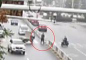 男子私自拆卸马路上的护栏 只因护栏空隙小 被抓后警察却网开一面