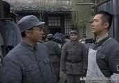亮剑:同样是旅长来游说李云龙,一个像霸道总裁,一个像和事佬