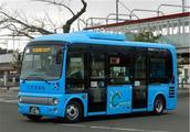 日本公交车为何没有给老人让座的?专家给出答案,原来我们被骗了