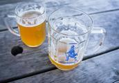 """男子酒精中毒超标1119倍 医生下令再灌15瓶啤酒""""以毒攻毒"""""""