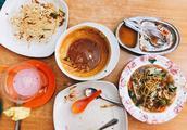 两名中国游客在仙本那吃饭 随便走进一家店 点单时被菜单吓到了
