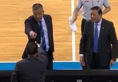 裁判再次决定CBA比赛胜负 上海男篮客场惜败北京首钢!