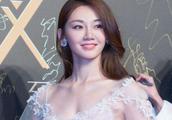 冯小刚捧红她,成龙也出来捧,洪金宝排着队捧,2019年必火!