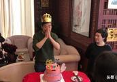 张国立64岁生日与爱人邓婕贴脸合照,张铁林王刚现身重组铁三角