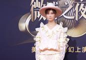 李宇春难得穿一次小裙子,还是蕾丝款,甜美不少!