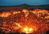 全球十大壮观坑洞榜首:土库曼斯坦达尔瓦扎地狱之门已经燃烧48年