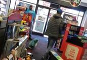 《辐射76》玩家要求退款遭拒 怒砸店铺游戏设备以泄愤