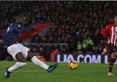卢卡库破进球荒,曼联客场2:2险追平南安普顿,阿森纳球迷开心了