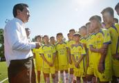 """许家印倾力打造足球青训 助力中国""""足球梦"""""""