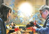 """故宫角楼咖啡悄然开业 蛋糕 """"千里江山卷""""成网红"""