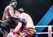 黑人泰森般铁腿嚣张,新疆阿斯哈提一拳将其打出拳台KO获胜