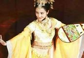 佟丽娅5岁练舞,16岁成舞蹈老师,华表奖献舞惊艳全场并非偶然!