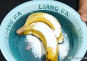 香蕉放2天就变黑腐烂?水果店老板教我一秘诀,放15天都不会坏