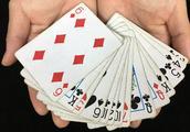魔术揭秘:为什么空手可以消失扑克牌?其实秘密在这里