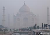 大雾中的印度泰姬陵实拍:犹如仙境一般美丽,只可惜这雾有点呛人