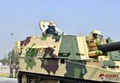"""印度雄心勃勃打造""""印度制造"""" 莫迪试乘""""国产""""K-9自行火炮"""