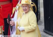 """凯特王妃母亲对女王行""""屈膝礼"""",动作标准,难怪女儿如此优雅!"""