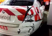 自动驾驶靠谱?男子开启特斯拉自动驾驶,高速路上撞毁2警车