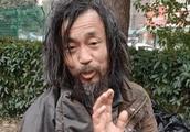 52岁流浪汉因才华横溢走红,主持人发文揭穿:多少人被他骗了?