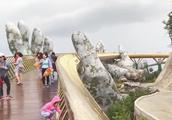 爆红网络的越南金桥,如佛手托起一座桥,吸引大批游客