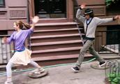 舞出我人生3:情侣大街上听到熟悉的音乐,竟情不自禁地跳起舞来