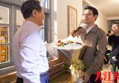 王凯买花求婚遇岳父,岳父笑得合不拢嘴:我女儿真幸福!